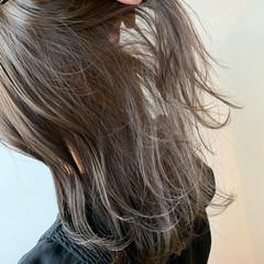 ナチュラル アッシュベージュ 大人ハイライト ハイライト ヘアスタイルや髪型の写真・画像