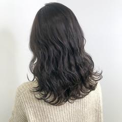 ロング ダークカラー ミルクティーグレージュ グレージュ ヘアスタイルや髪型の写真・画像