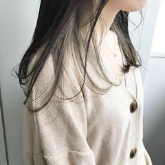 ナチュラル ホワイトグレージュ インナーカラー セミロング ヘアスタイルや髪型の写真・画像