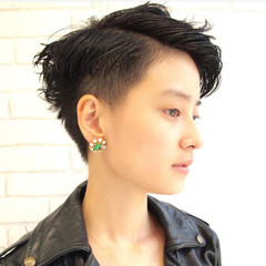 ショート 黒髪 ブルーアッシュ ベリーショート ヘアスタイルや髪型の写真・画像