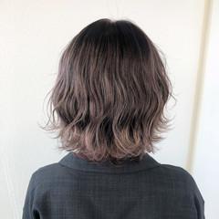 インナーカラー アッシュグレージュ ショートヘア 切りっぱなしボブ ヘアスタイルや髪型の写真・画像