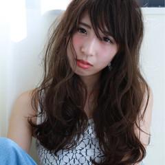 フェミニン ロング 斜め前髪 リラックス ヘアスタイルや髪型の写真・画像