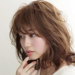 フェミニン パーマ 色気 ミディアム ヘアスタイルや髪型の写真・画像