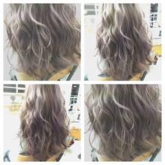 セミロング 暗髪 ストリート グラデーションカラー ヘアスタイルや髪型の写真・画像