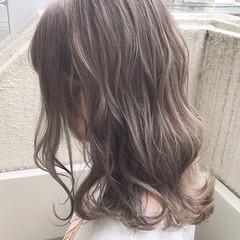 ミディアム ミルクティー ミルクティーグレージュ ミルクティーベージュ ヘアスタイルや髪型の写真・画像