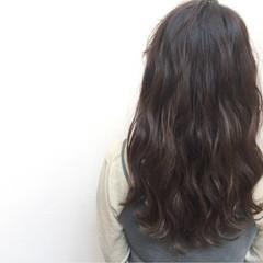 暗髪 セミロング アッシュ フェミニン ヘアスタイルや髪型の写真・画像