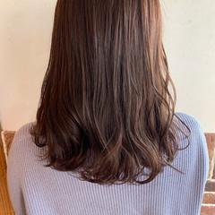 ピンク ピンクブラウン なみウェーブ ピンクベージュ ヘアスタイルや髪型の写真・画像