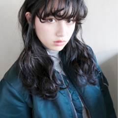 ウェーブ ロング 黒髪 ストリート ヘアスタイルや髪型の写真・画像