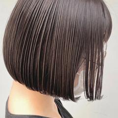 ショートヘア グレー ミルクティーグレージュ ナチュラル ヘアスタイルや髪型の写真・画像