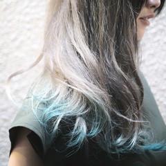 ロング グリーン ホワイトアッシュ グラデーションカラー ヘアスタイルや髪型の写真・画像