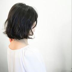 ボブ グレージュ アッシュ ウェーブ ヘアスタイルや髪型の写真・画像