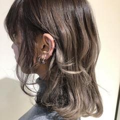 アッシュグレージュ アッシュグレー ミディアム 透明感カラー ヘアスタイルや髪型の写真・画像