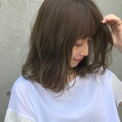 ミディアム ハイライト 抜け感 グレージュ ヘアスタイルや髪型の写真・画像