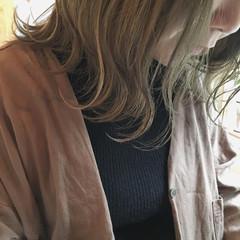 アンニュイほつれヘア ナチュラル 外国人風カラー ヘアアレンジ ヘアスタイルや髪型の写真・画像
