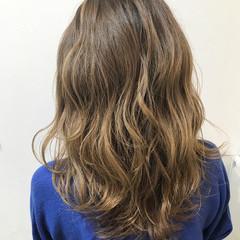 メッシュ ベージュ ハイライト ミディアム ヘアスタイルや髪型の写真・画像