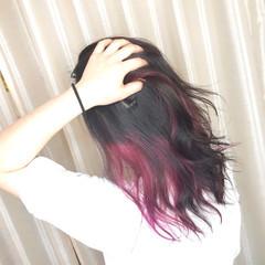 インナーカラーレッド セミロング インナーピンク インナーカラー赤 ヘアスタイルや髪型の写真・画像