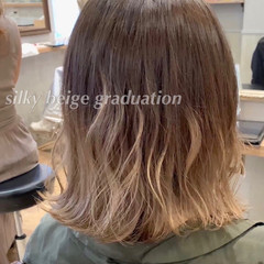 ブリーチカラー 切りっぱなしボブ ショートヘア インナーカラー ヘアスタイルや髪型の写真・画像