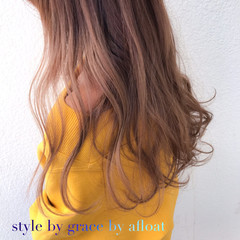 外国人風カラー ミルクティーベージュ フェミニン ミディアム ヘアスタイルや髪型の写真・画像