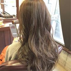 グレージュ ブラウン 外国人風 アッシュグレージュ ヘアスタイルや髪型の写真・画像