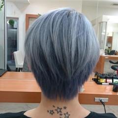 シルバー ブルー ハイトーン ショート ヘアスタイルや髪型の写真・画像