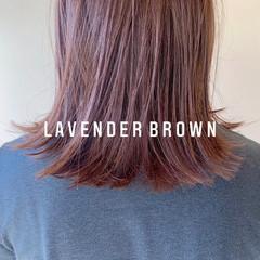 ミディアム 切りっぱなしボブ ベージュ ラベンダーカラー ヘアスタイルや髪型の写真・画像