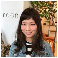 ショートバング インナーカラー 流し前髪 ナチュラル ヘアスタイルや髪型の写真・画像
