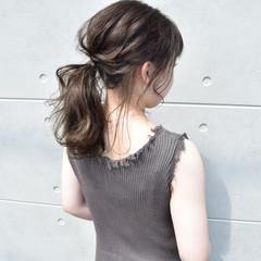 グレージュ ガーリー ヘアアレンジ ローポニーテール ヘアスタイルや髪型の写真・画像