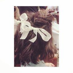 ねじり フェミニン セミロング 子供 ヘアスタイルや髪型の写真・画像