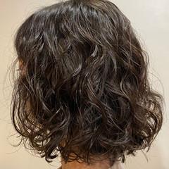 ボブ パーマ くせ毛風 フェミニン ヘアスタイルや髪型の写真・画像