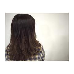 グラデーションカラー アッシュ ストリート ナチュラル ヘアスタイルや髪型の写真・画像