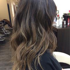 グラデーションカラー ウェーブ 外国人風カラー ハイライト ヘアスタイルや髪型の写真・画像