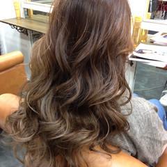 グレージュ ガーリー 外国人風 グラデーションカラー ヘアスタイルや髪型の写真・画像