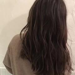 グレージュ ナチュラル 3Dカラー ロング ヘアスタイルや髪型の写真・画像