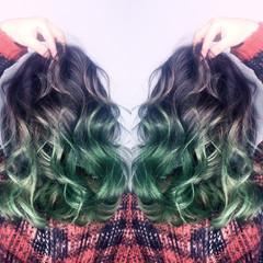 セミロング ガーリー アッシュ ハイライト ヘアスタイルや髪型の写真・画像
