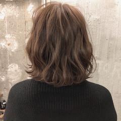ミルクティー アンニュイ ミディアム オフィス ヘアスタイルや髪型の写真・画像