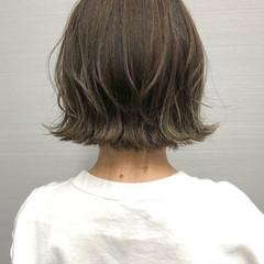 ベージュ ハイライト ナチュラル 切りっぱなしボブ ヘアスタイルや髪型の写真・画像