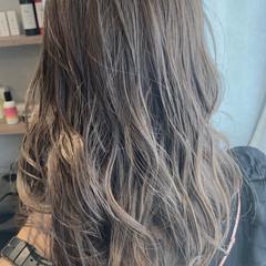 大人ハイライト ブリーチなし 透明感カラー デート ヘアスタイルや髪型の写真・画像