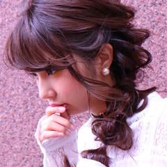 アッシュ ミルクティー ウェーブ 前髪あり ヘアスタイルや髪型の写真・画像