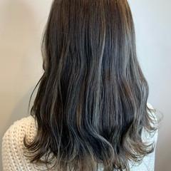セミロング 可愛い バレイヤージュ コントラストハイライト ヘアスタイルや髪型の写真・画像