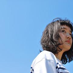 前髪あり ミディアム ナチュラル パーマ ヘアスタイルや髪型の写真・画像