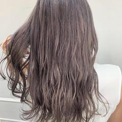 ロング パープルアッシュ ハイトーンカラー ナチュラル ヘアスタイルや髪型の写真・画像