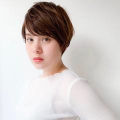 ショートヘア 小顔ショート ナチュラル コンパクトショート ヘアスタイルや髪型の写真・画像