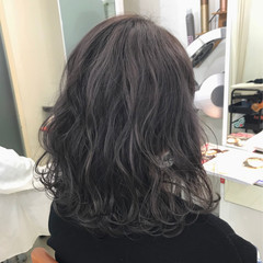 ミディアム 暗髪 ストリート ハイライト ヘアスタイルや髪型の写真・画像