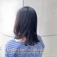 ミディアム デジタルパーマ 大人可愛い ナチュラル ヘアスタイルや髪型の写真・画像