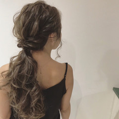 ウェーブ 透明感 エレガント ヘアアレンジ ヘアスタイルや髪型の写真・画像