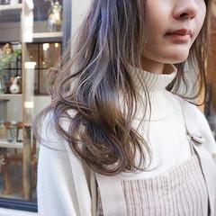 ミディアム アンニュイほつれヘア ナチュラル 透明感カラー ヘアスタイルや髪型の写真・画像