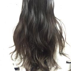 フェミニン アッシュ 外国人風カラー グレージュ ヘアスタイルや髪型の写真・画像