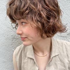 ショートボブ 外ハネボブ くせ毛風 無造作パーマ ヘアスタイルや髪型の写真・画像