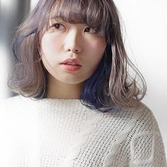 ナチュラル ネイビーブルー ブリーチオンカラー シルバーアッシュ ヘアスタイルや髪型の写真・画像