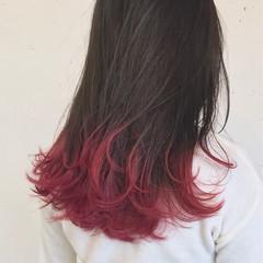 ミディアム レッド カラーバター ピンク ヘアスタイルや髪型の写真・画像